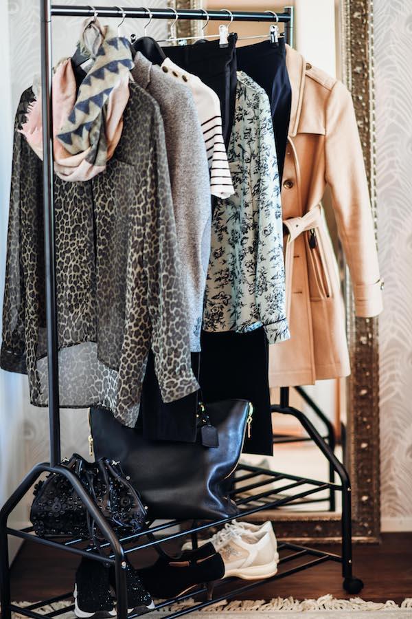 Kleider an Kleiderstange