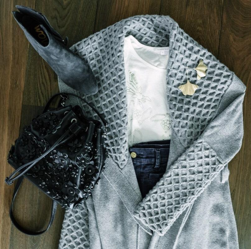 Cardigan, shirt und Schuhe